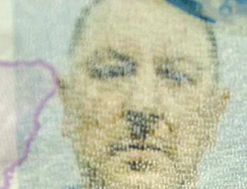 Man lijkt op Hitler op zijn pasfoto