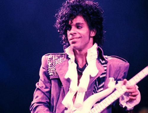 Prince laat zien hoe je mooi op een pasfoto kunt staan